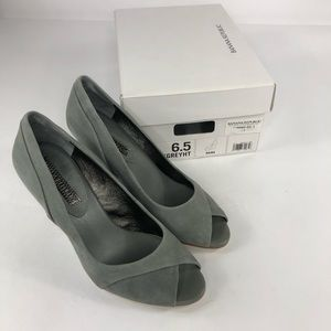 Banana Republic Gray Raina wedges heels sz 6.5